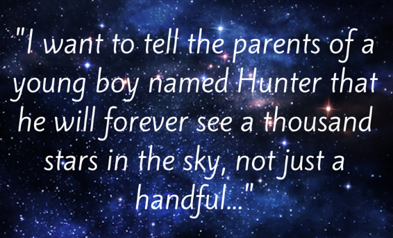 sterrenhemel met de tekst 'I want to tell the parents of a young boy named Hunter that he will forever see a thousand stars in the sky, not just a handful..""